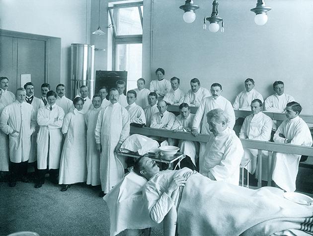 Apollons feirer at Det medisinske fakultet er 200 år